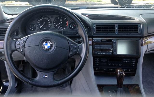 BMW 750i E38 Armaturenbrett mit M-Lenkrad