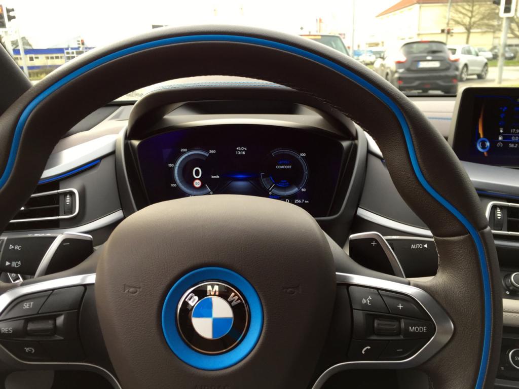 Am Steuer des BMW i8