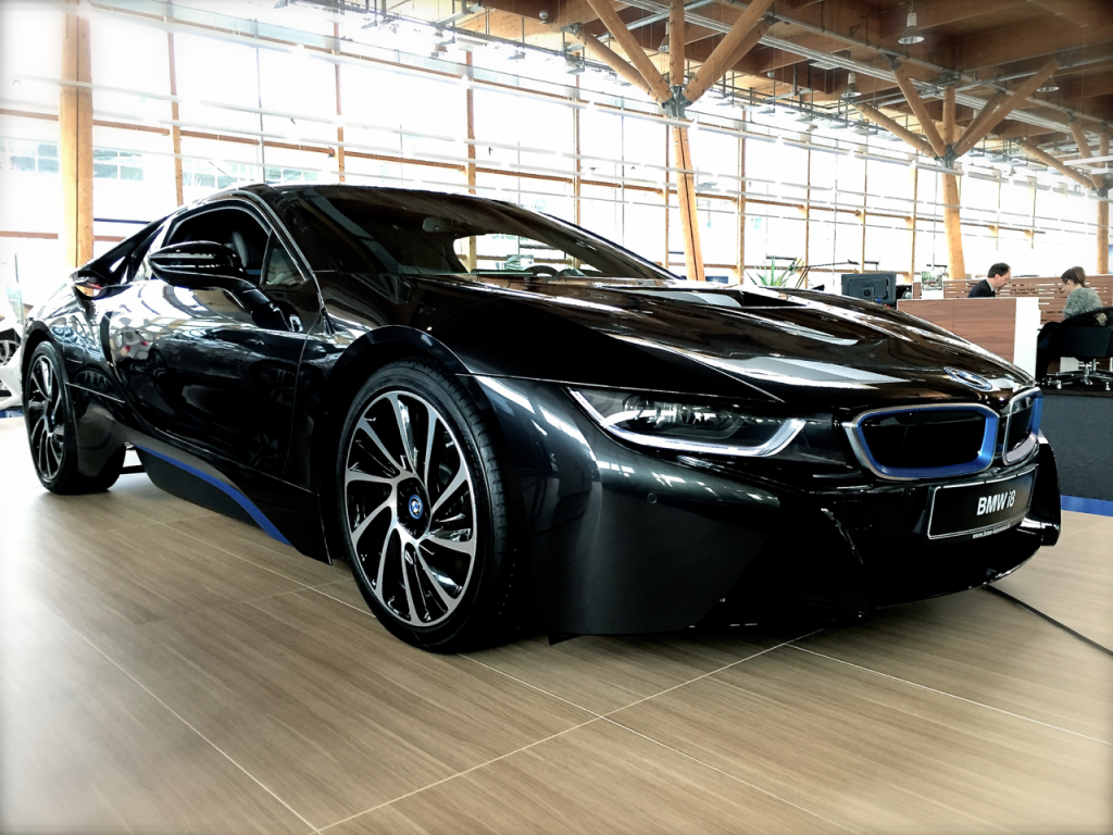 Der BMW i8 im Showroom